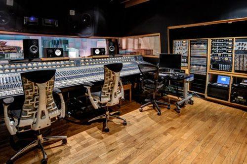 center_studio1_control-1